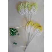 Accessoires scrapbooking et décorations : Feuillages clairs et perles vertes.