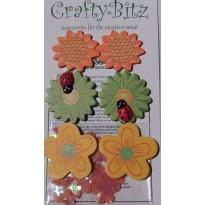 Fleurs et coccinelles minatures en bois pour décors de scrapbooking.