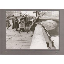 Le Quai Montebello à Paris, photo d'Izis en carte postale