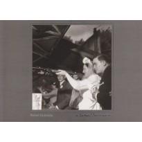 """""""Quelques balles pour tuer le temps"""", photo de Robert Doisneau en carte postale"""
