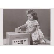 Boite à suggestions, photo noir et blanc pour carte postale