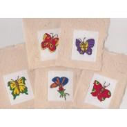 Jeu de 5 Papillons brodés montés en cartes de papier épais  fabriquées entièrement main.