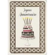 Bon Anniversaire avec un gros gâteau Layer Cake et ses bougies.