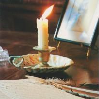 Bougeoir sur Ecritoire : une carte postale photo d'art.